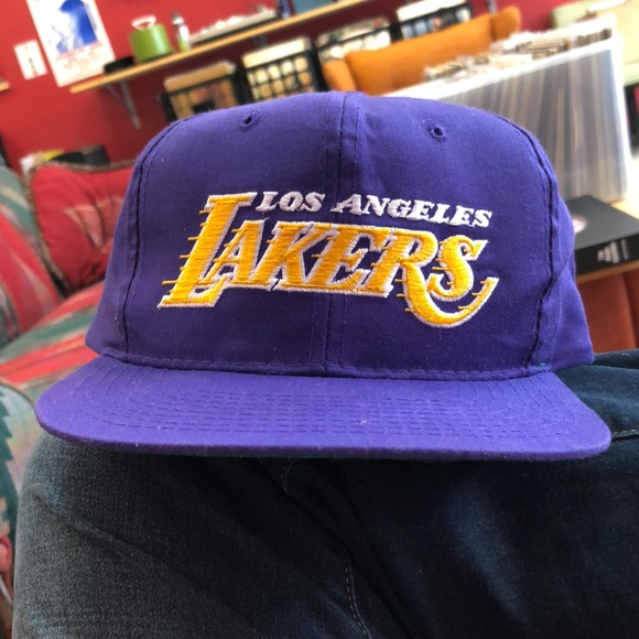 uk availability 74634 5851f Starter Los Angeles Lakers SnapBack. M 5b9be82bbb7615e552fa6ee1
